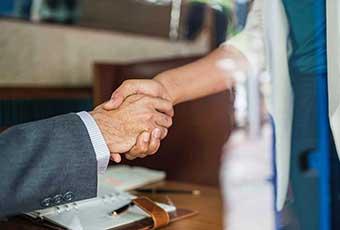 中小企業における事業承継・M&Aの手法として株式譲渡を選ぶメリットとデメリット